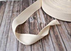 Основная лента - тесьма (можно использовать кожу)