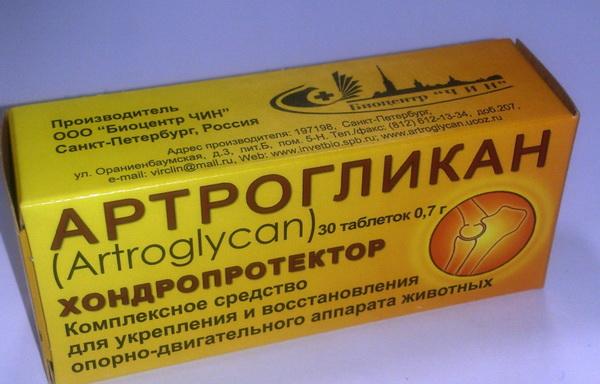Упаковка Артрогликана на столе