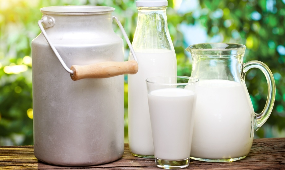 Молоко в различных емкостях