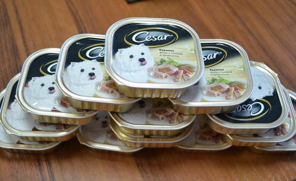 Упаковки консервированного корма